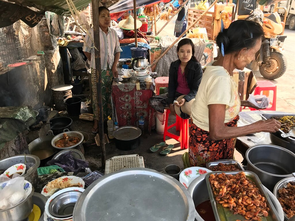 10 typical dishes in Myanmar